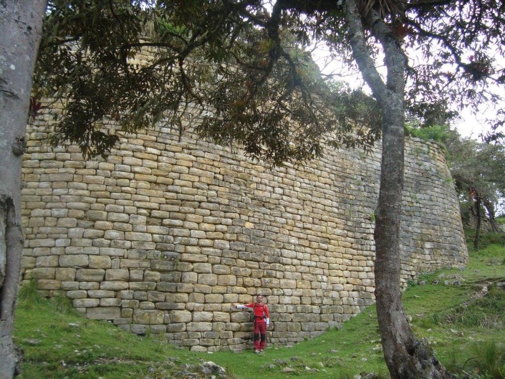 Muralla interior Kuélap Perú