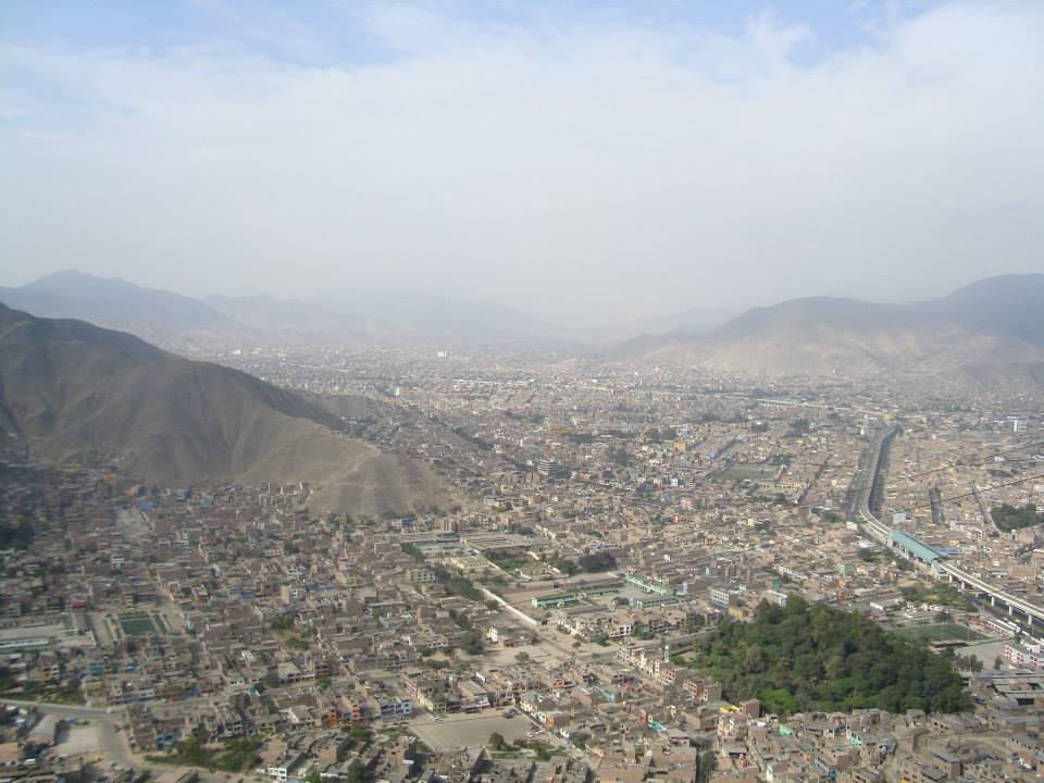 Panorámica de Lima desde el cerro de S. Cristóbal