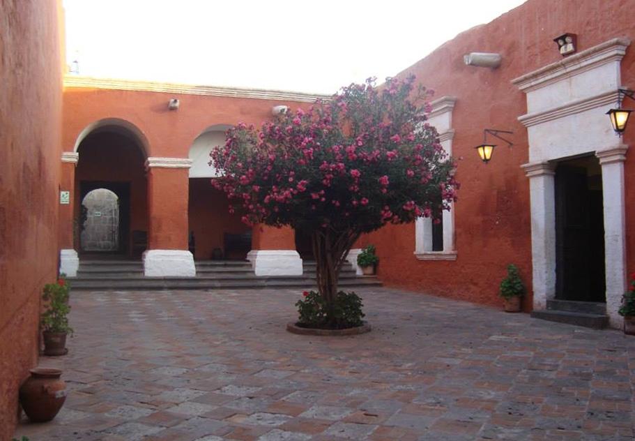 patio monasterio arequipa